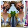 Festiwalowy trend błyszczący makijaż biustu