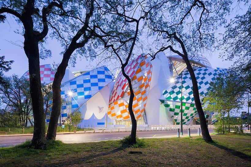 Fundacji Louis Vuitton w Paryżu, praca francuskiego artysty Daniela Burena
