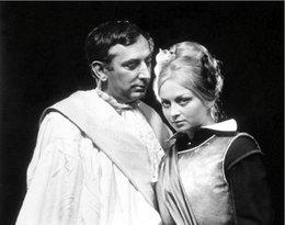 """Gustaw Holoubek i Magdalena Zawadzka w """"Życie jest snem"""" Calderona, rok 1969"""