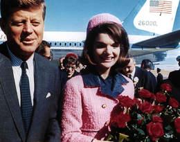 Poznajcie tajemnice różowego kostiumu Jackie Kennedy! Czy rzeczywiście pochodził z kolekcji Chanel?