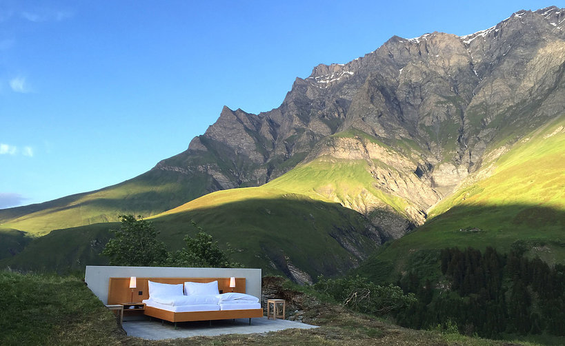 Hotel bez ścian i sufitu w szwajcarskim kantonie Graubünden