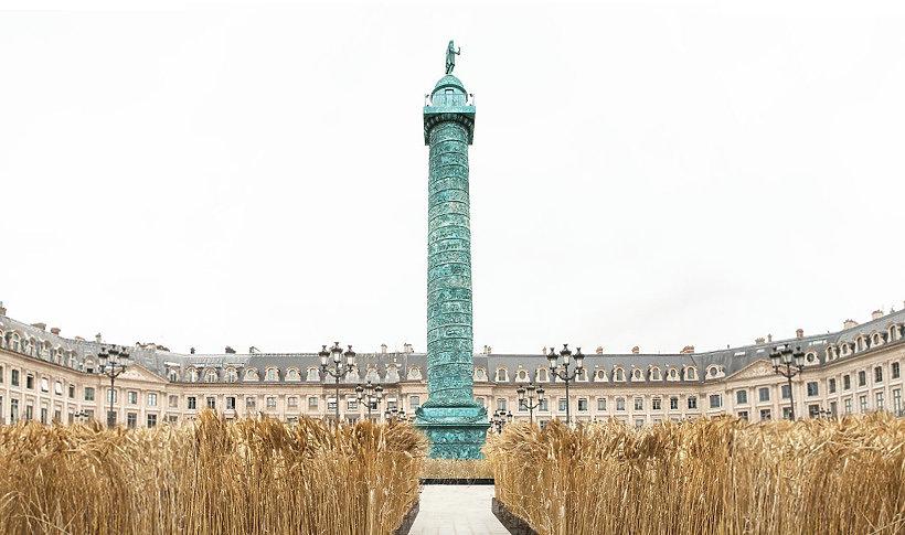 Instalacja na Place Vendôme artysty- Gad Weil.