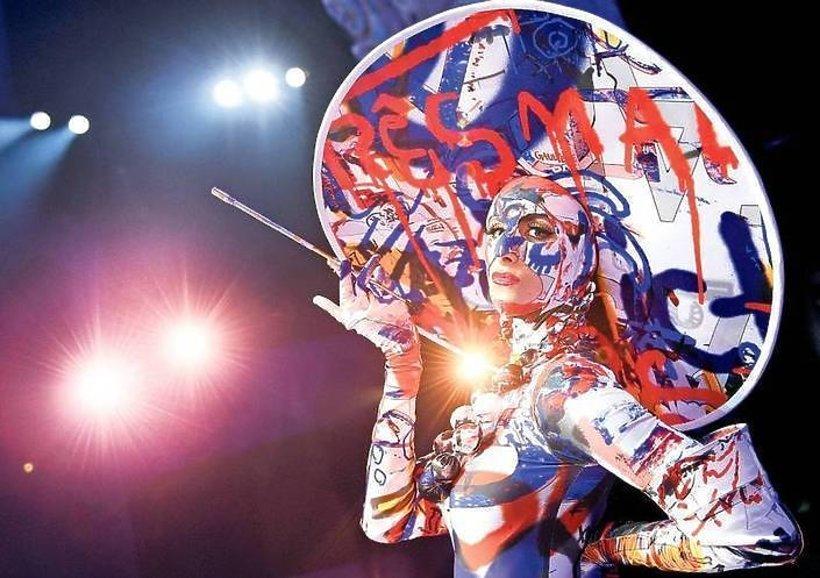 Jean Paul Gaultier zaprojektował kostiumy do spektaklu w berlińskim Friedrichstadt-Palast.