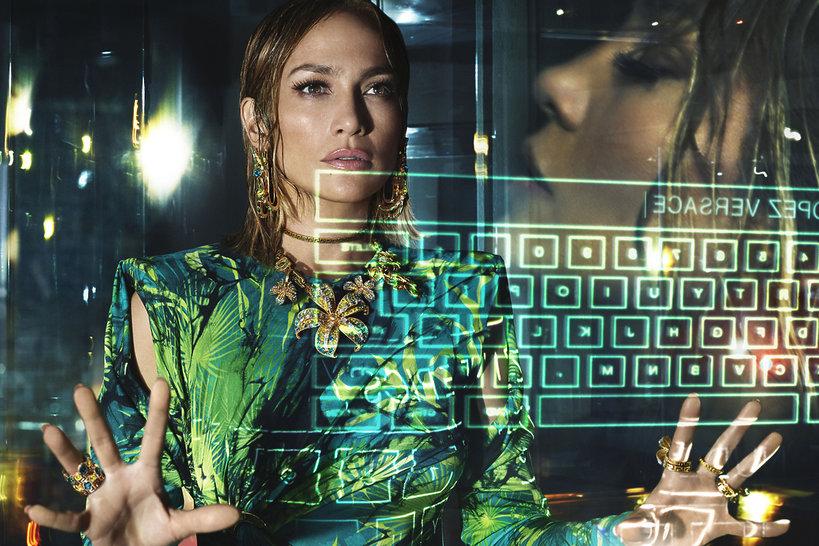 Jennifer Lopez reklamie Versace na wiosnę 2020
