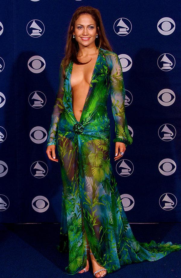 Jennifer Lopez w sukni Versace na Grammy 2000 rok