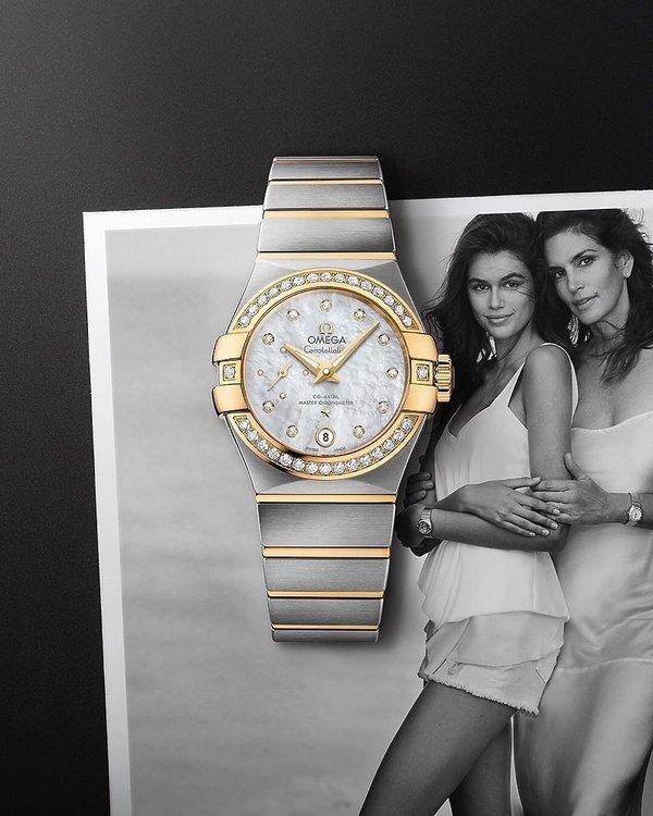 Kaia Gerber i jej matka Cindy Crawford w reklamie zegarków Omega