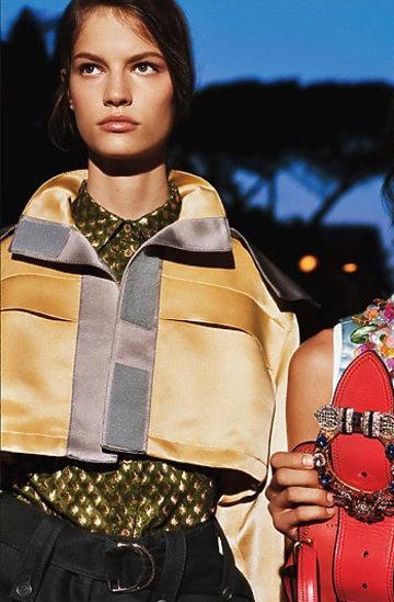 Kampania domu mody Miu Miu reklamującą kolekcję Cruise 2017