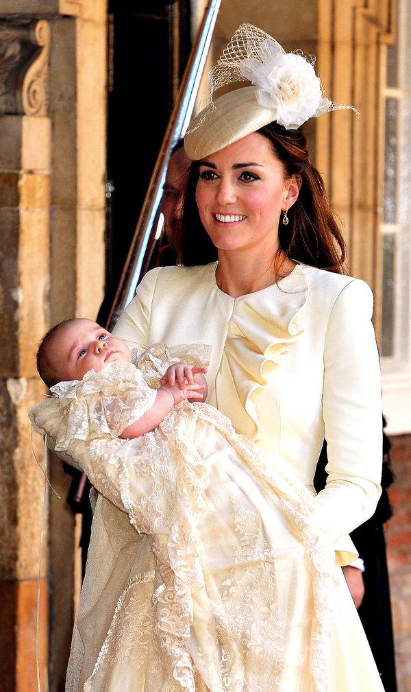 Kreacja Księżnej Kate podczas chrztu swojego syna księcia George'a