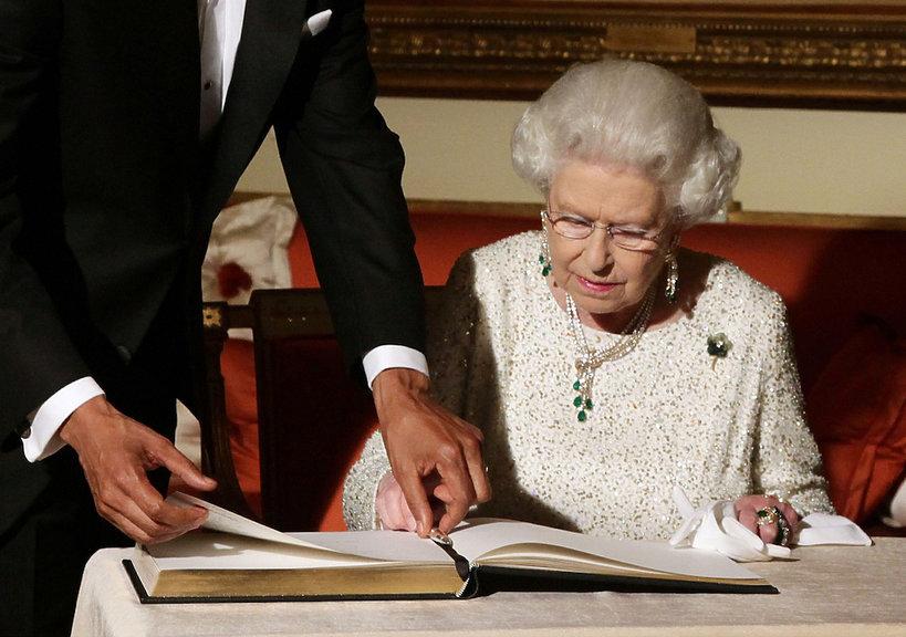 królowa Elżbieta II i jej broszki