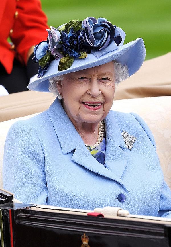 królowa Elżbieta II kapelusze a wyścigach Royal Ascot 2019
