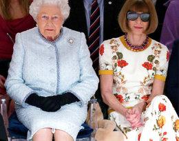 Królowa Elżbieta II zasiadła w pierwszym rzędzie pokazu mody!