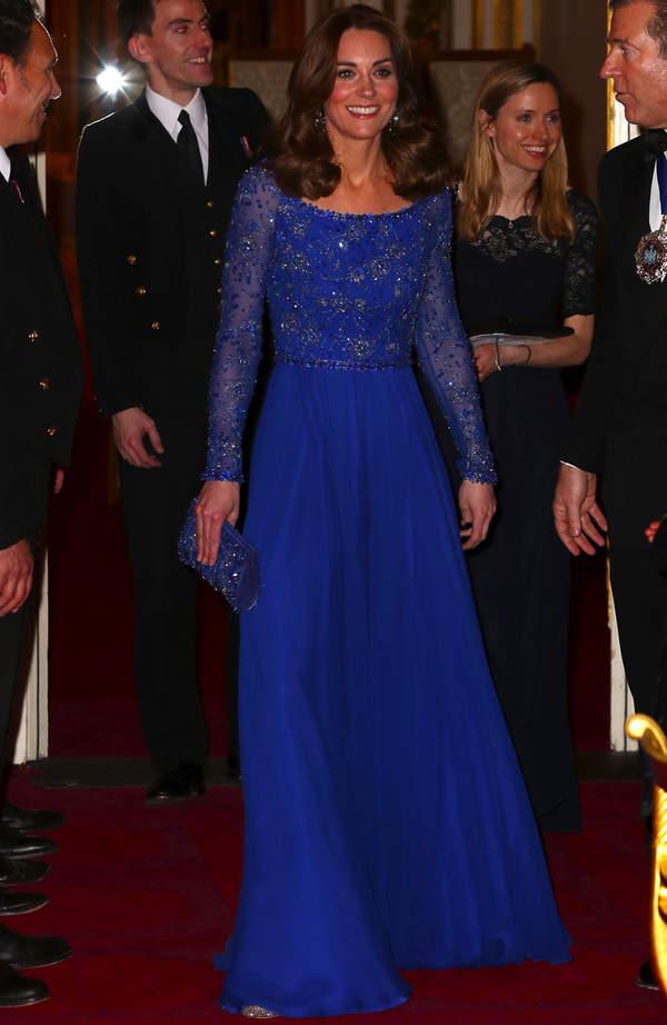 Księżna Kate w niebieskiej sukni z koralikami na Gala Dinner 2020
