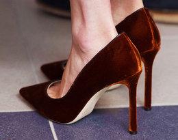 Dlaczego księżna Meghan nosi często za duże buty?