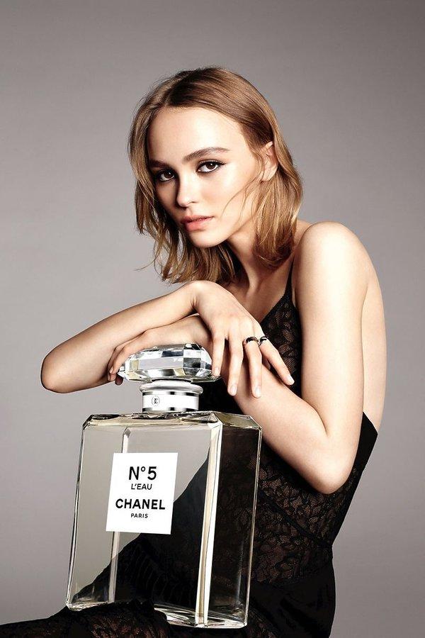 Lily-Rose Dep twarzą nowego zapachu Chanel Nº5 L'eau