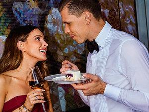 Marina i Wojtek Szczęsny w kuchni razem
