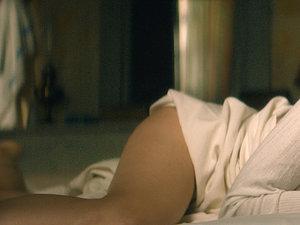 Marion Cotillard na łóżku w bieliźnie