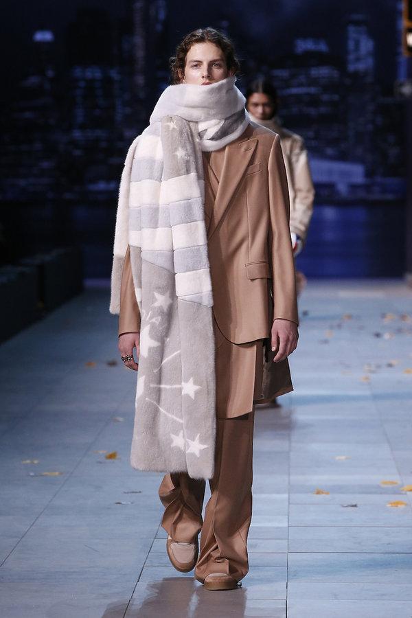 ef68c7c8522e6 Pokaz męskiej kolekcji Louis Vuitton na jesień 2019!   Viva.pl