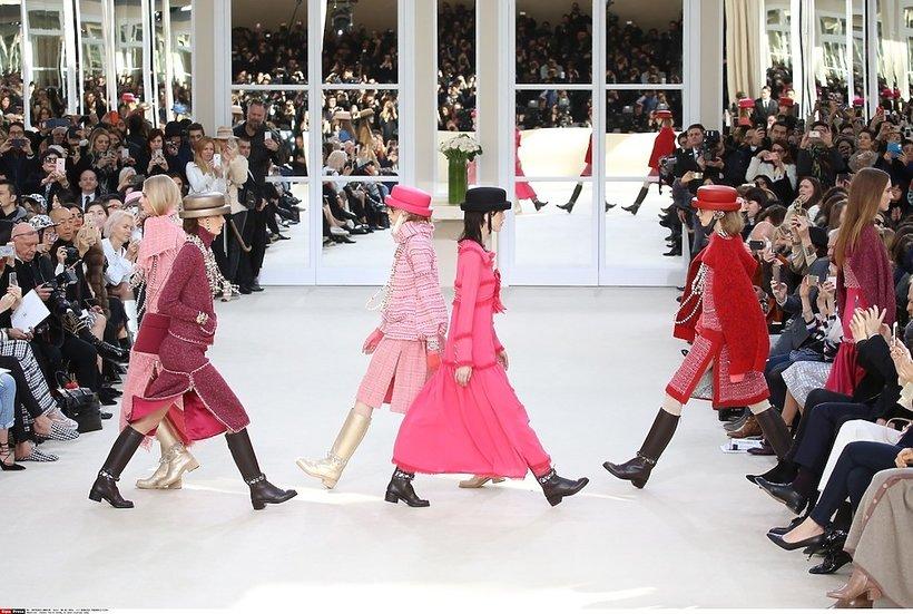 Modelki na pokazie  Chanel na jesień/zimę 2016/17
