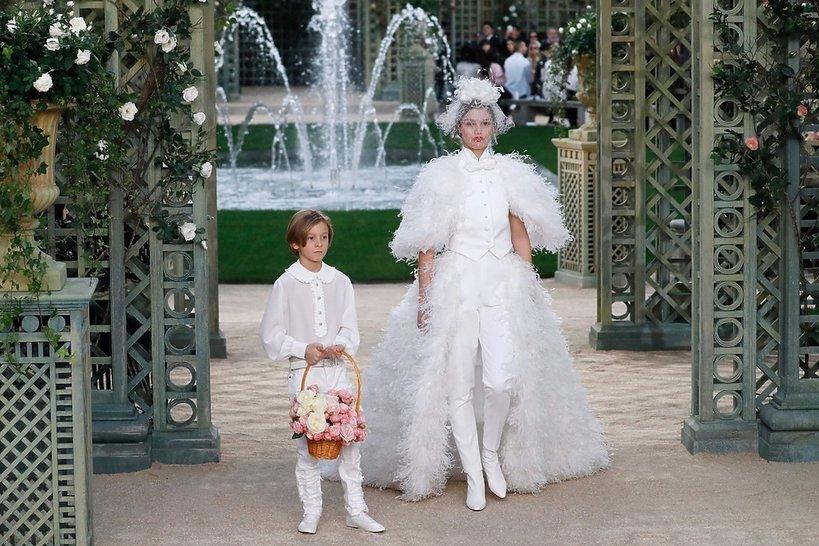 Najpiękniejsze suknie ślubne z pokazów haute couture na wiosnę 2018, Chanel