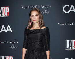 Natalie Portman wieczorowej czarnej sukience na czerwonym dywanie
