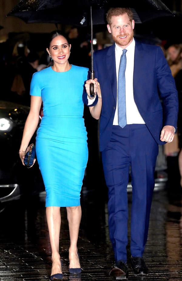 Niebieska sukienka Meghan wyprzedana