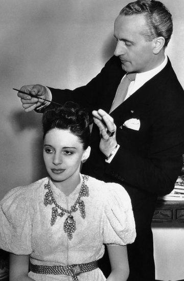 Nowy salon fryzjerski w Warszawie inspirowany postacią fryzjera Antoniego Cierplikowskiego