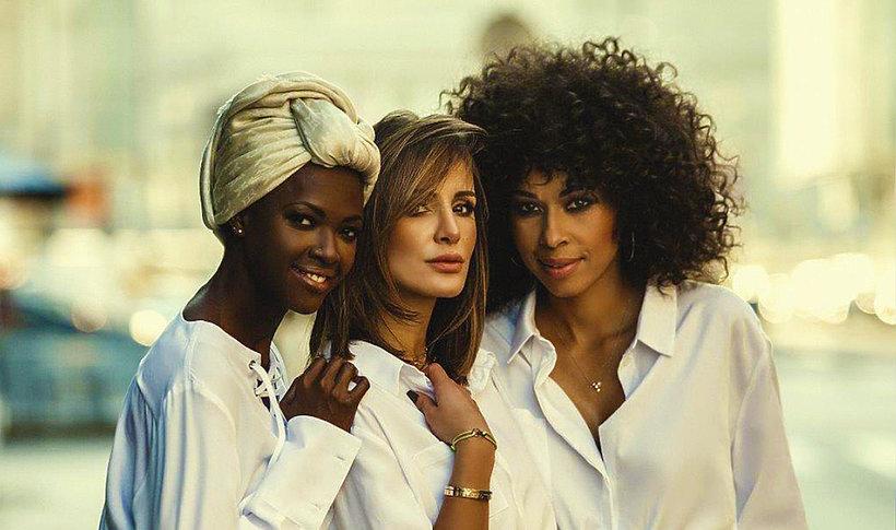 Omenaa Mensah i Sara Boruc Mannei kolekcja koszul pod hasłem  aCR3M