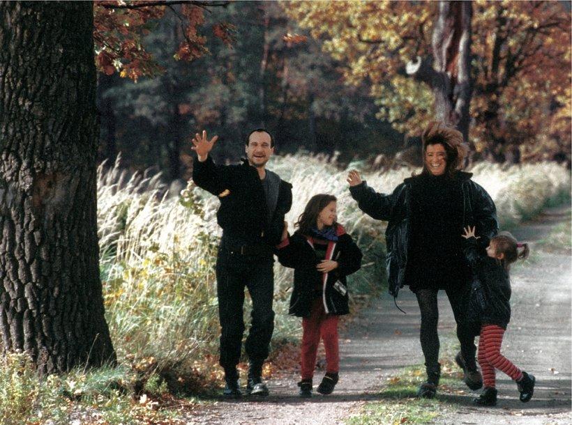 """Paweł Kukiz z rodziną, """"Viva!"""", grudzień 1998"""
