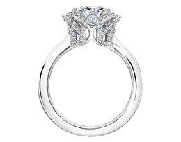 Pierścionek zaręczynowy zaprojektowany przez Karla Lagerfelda