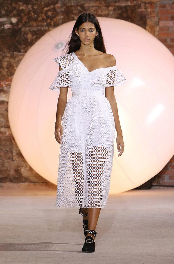 1352e30144 Jakie suknie ślubne będą modne w 2017 roku