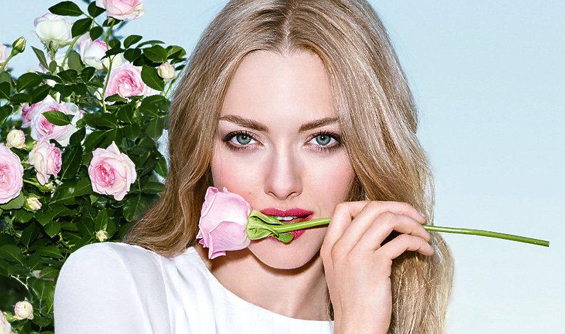 Amanda Seyfried w reklamie zapachu Live Irresistible domu mody Givenchy
