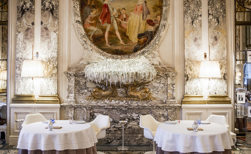 Restauracja w hotelu Le Meurice w Paryżu, projekt Philippe Starck.