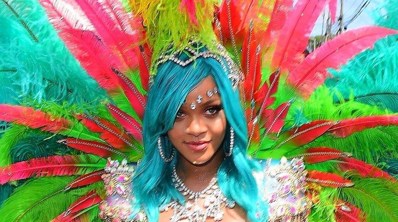 b79382238fa94 Bez torebki Dior Saddle Bag Rihanna nie rusza się z domu! | Viva.pl