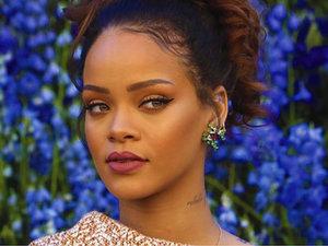 Rihanna  w butach  Saint Laurent  na jesień i zimę 2017