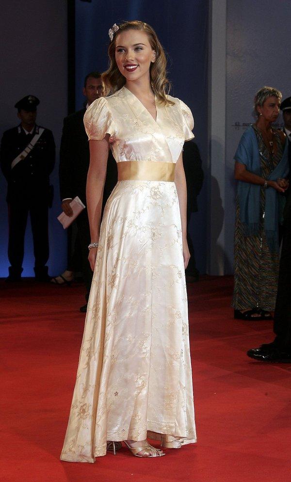 Scarlett Johansson Najpiękniejsze kreacje z poprzednich lat na Festiwal Filmowy w Wenecji