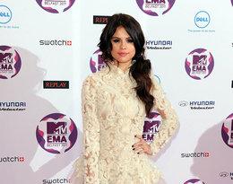Selena Gomez w kreacji Marchesa