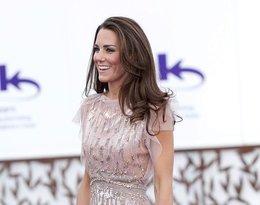 Stylizacja Księżna Kate w kreacji ulubionej projektantki  Jenny Packham