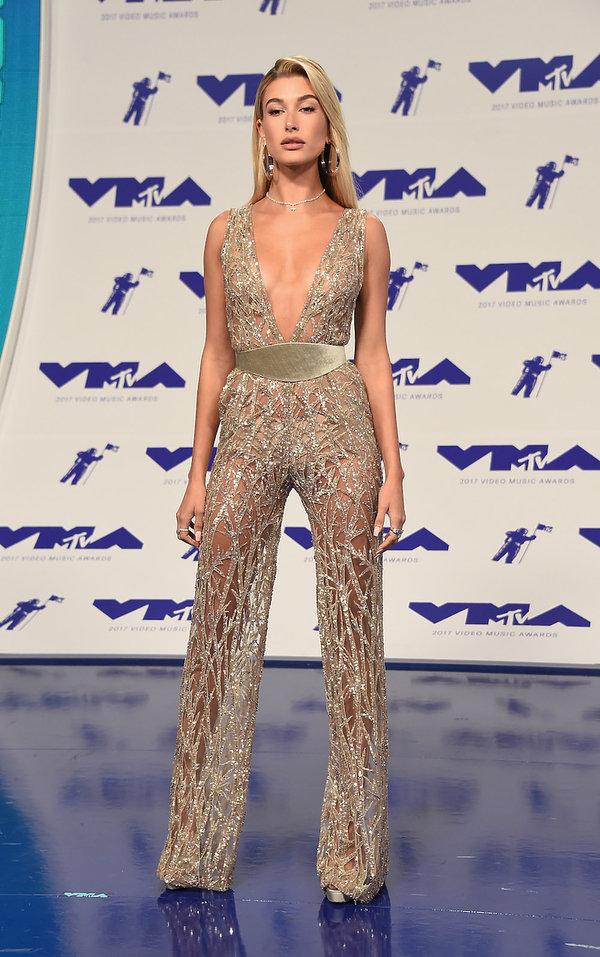 Stylizacje gwiazd na MTV VMAS 2017 Hailey Baldwin