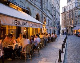 Stylowe paryżanki. Gdzie jedzą, gdzie spotykają się z przyjaciółkami, w jakich butikach się ubierają?