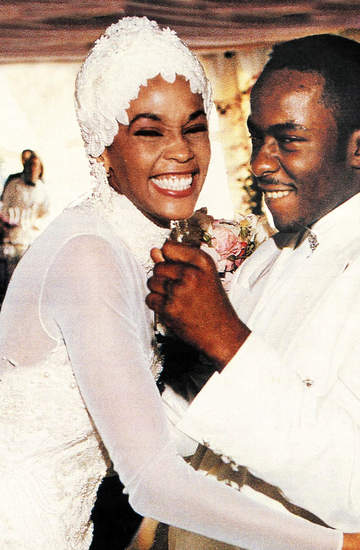 suknia ślubna Whitney Houston trafia na aukcj