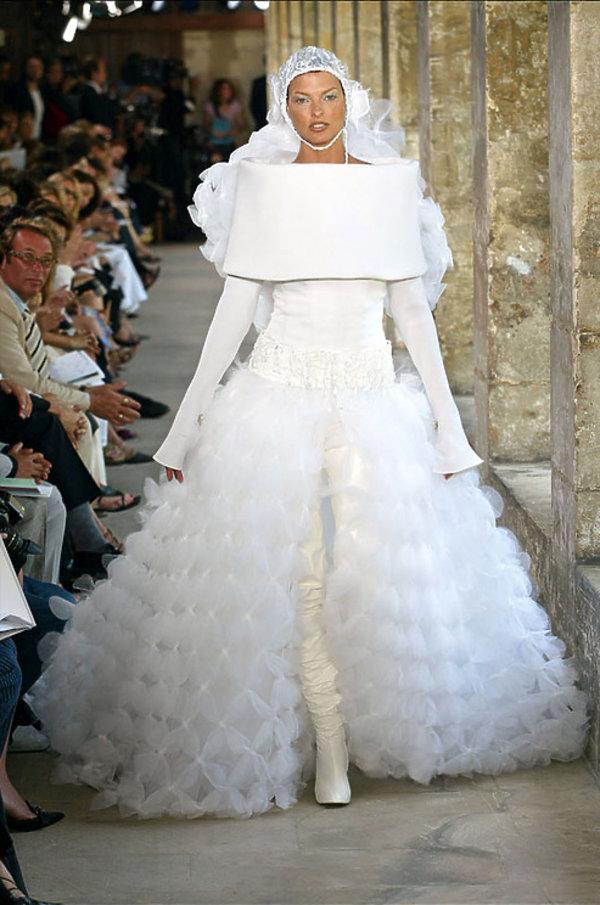 0605ee9a9c Najpiękniejsze suknie ślubne chanel haute couture