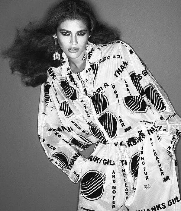 "Transseksualna modelka Valentina Sampaio na okładce francuskiego ""Vogue'a"""