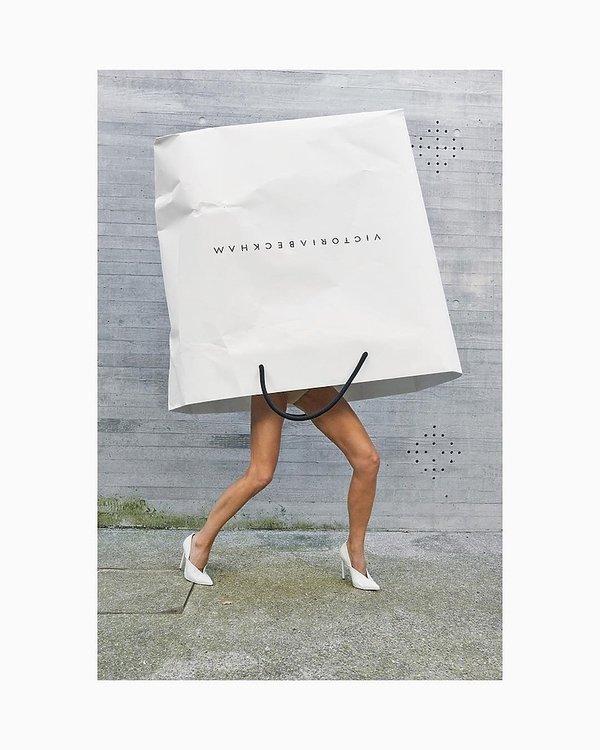 Victoria Beckham świętuje 10-lecie swojej marki, kampania z papierowymi torbami