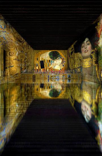 wystawa Gustava Klimta w nowym  muzeum sztuki cyfrowej w Bordeaux