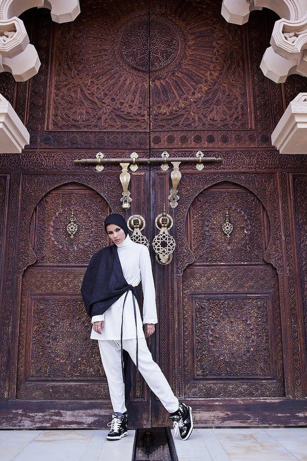 """Wystawa o współczesnej mody muzułmańskiej """"Contemporary Muslim Fashions"""""""