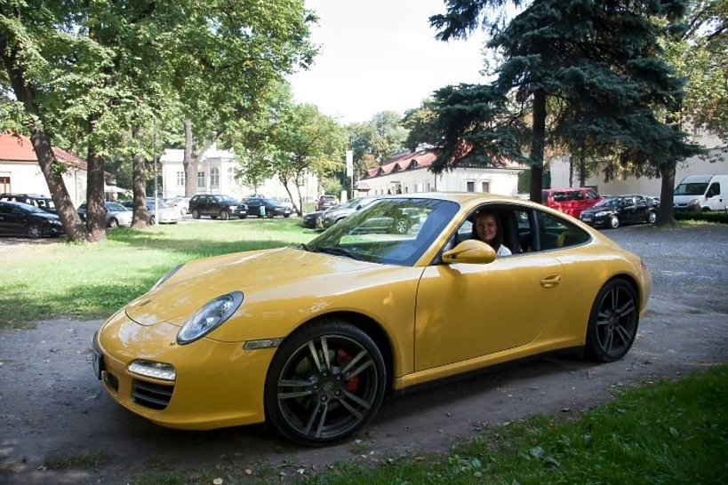 Żółte Porsche Carrera Agnieszki Radwańskiej